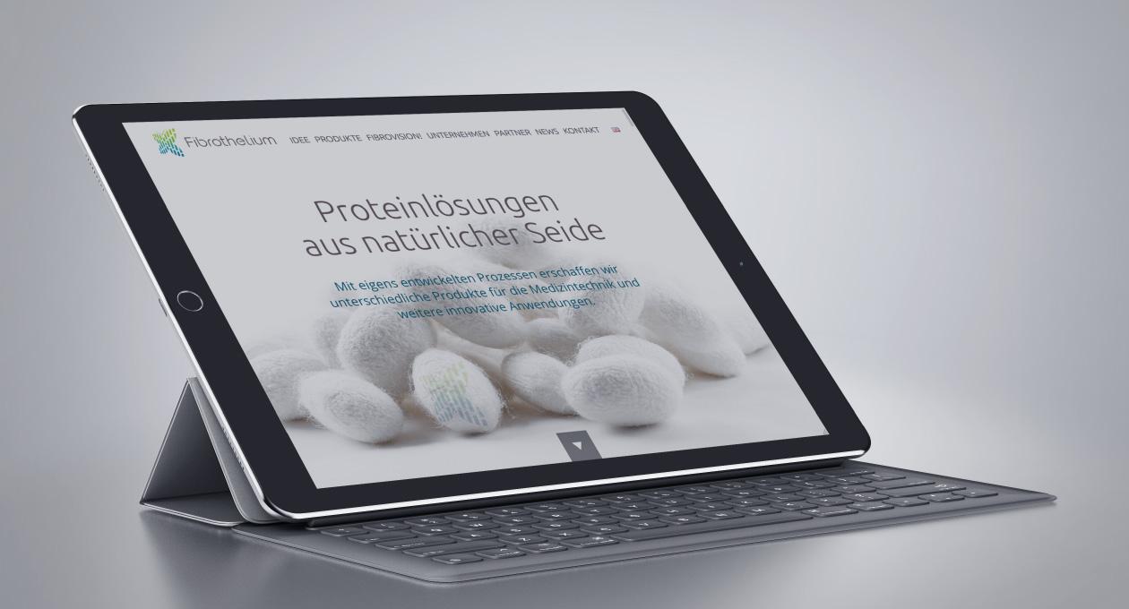 Ansicht der Website von Fibrothelium auf einem Tablet.