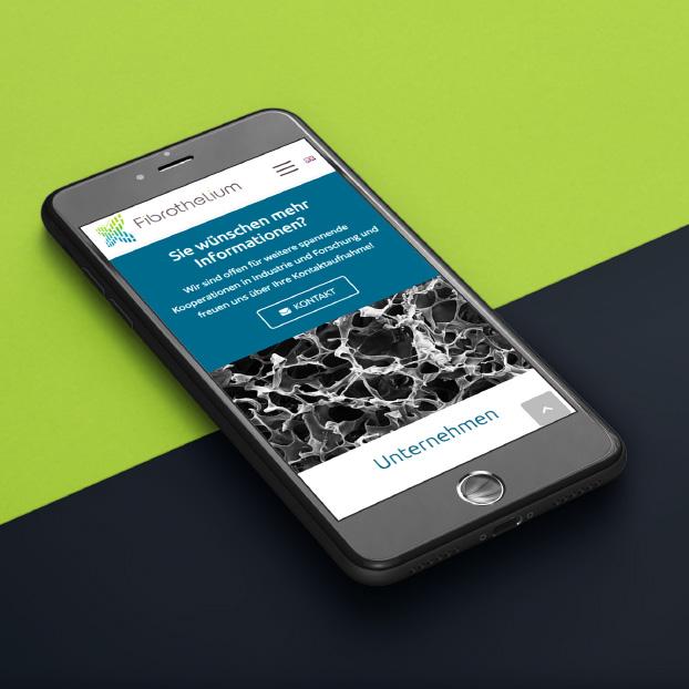 Ansicht der Website von Fibrothelium auf einem Smartphone.