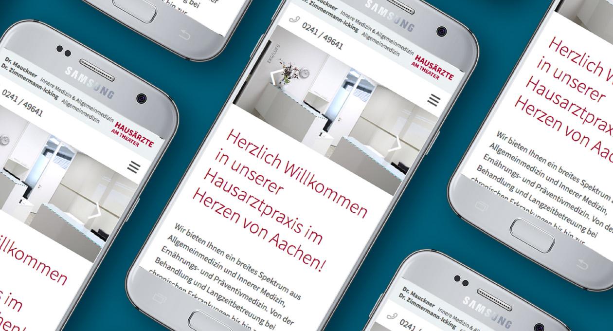 Ansicht der Website der Praxis Dr. Mauckner und Dr. Zimmermann-Icking auf Smartphones.
