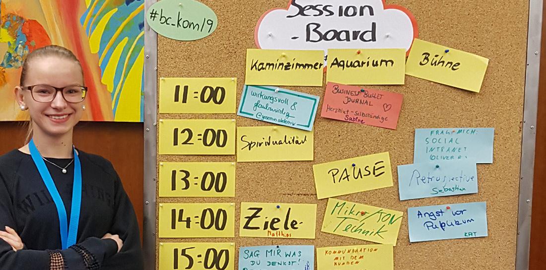 Angelina besuchte das Barcamp Kommunikation in Essen und konnte hier viele Menschen kennenlernen und Erfahrungen sammeln. In verschiedenen Sessions mit dem Kernthema Kommunikation wurden Tipps, Tricks und Möglichkeiten an die Teilnehmer weitergegeben.