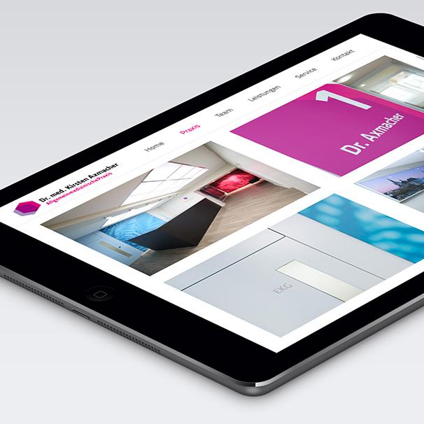 Websiteansicht der Praxis Dr. Axmacher auf einem Tablet.